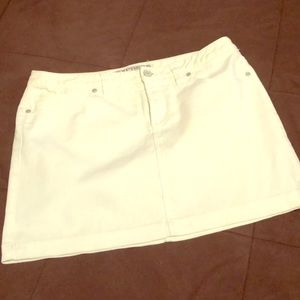 White jean skirt (good condition)